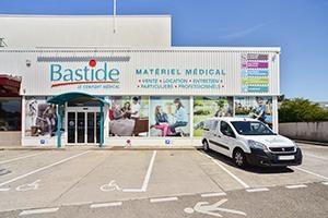 enseigne façade parking client place handicapé location et vente matériel médical Bastide Bourg-en-Bresse